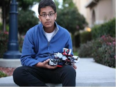Cậu bé 12 tuổi phát minh máy in từ bộ đồ chơi Lego